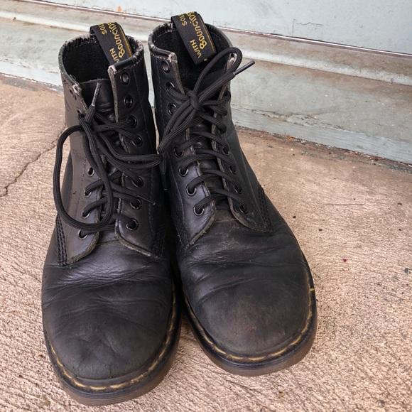 20b8cbfacf70 Black Leather Dr. Martens Lace Up Vintage Boots. M 5acbe09d3800c5a7a10a0769